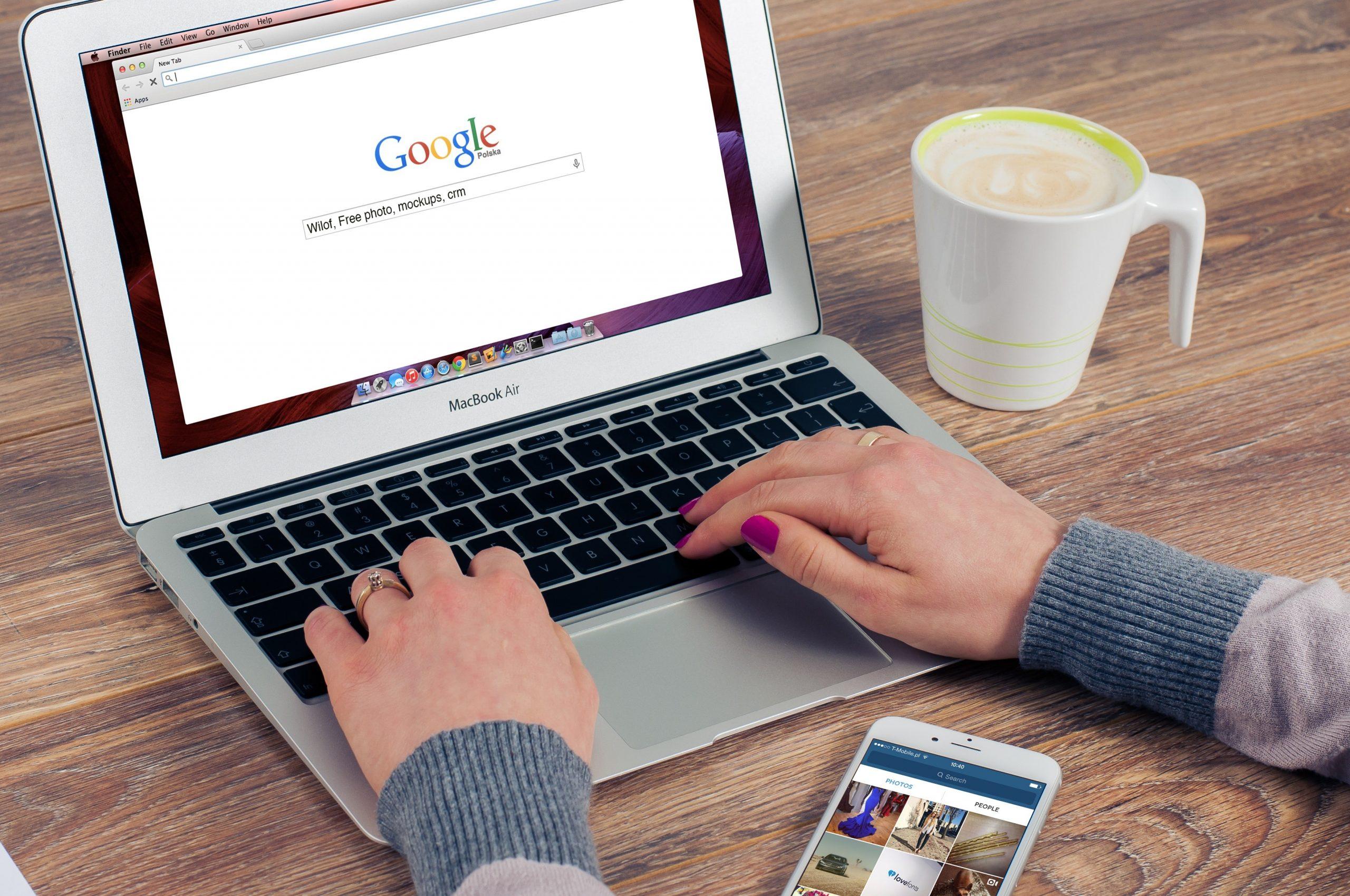 Cerca de 100 bilhões de buscas são realizadas no Google todo mês